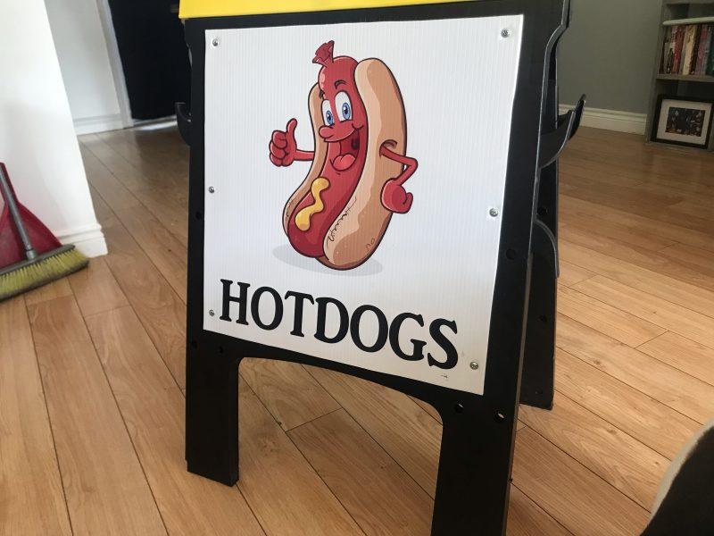 canada hot dog sign